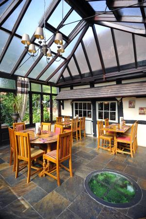 The Boot Inn: conservatory