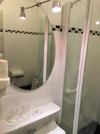 Hotel Brasserie De Stobbe: Fijne badkamer