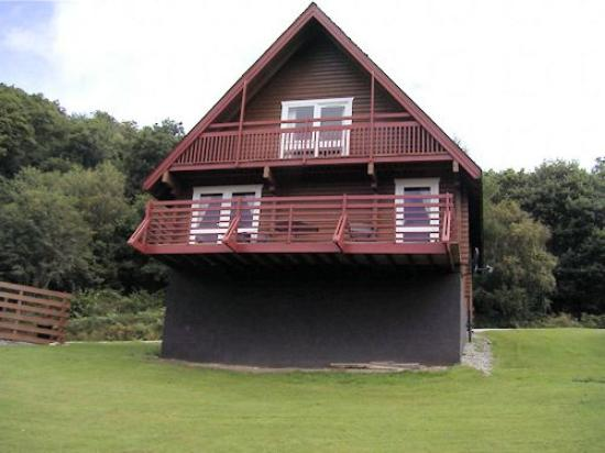 Barend Holiday Village: Exterior view of log cabin