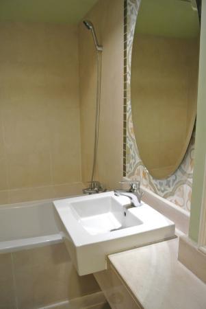 サリル ホテル スクンヴィット ソイ トンロー 1, Bathroom 1