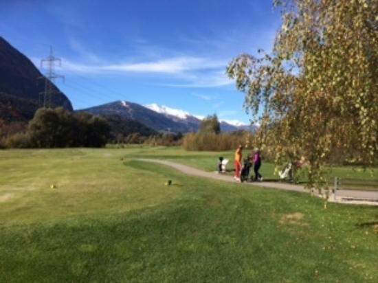 Lavant, Austria: Golfplatz mit Blick auf die Berge