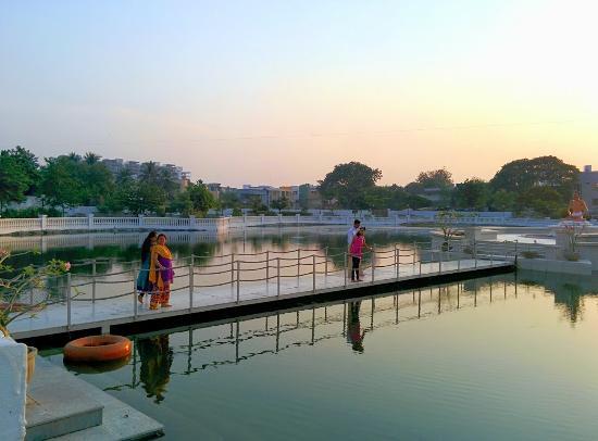 Shri Atmasiddhi Shastra Rachana Bhoomi: Beautiful Pond