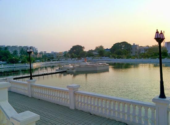 Shri Atmasiddhi Shastra Rachana Bhoomi: pond