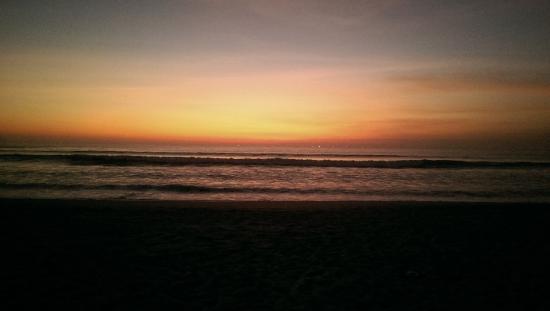 Legian Beach Hotel: Beach Sunset