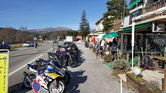 Resto 3 Vallees : parking motos
