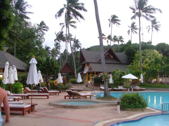 Piscinas picture of holiday inn resort phi phi island for Hotels ko phi phi