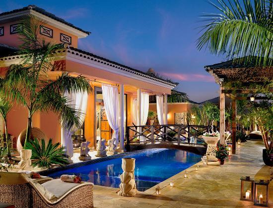 Recepción del Royal Garden Villas & Spa