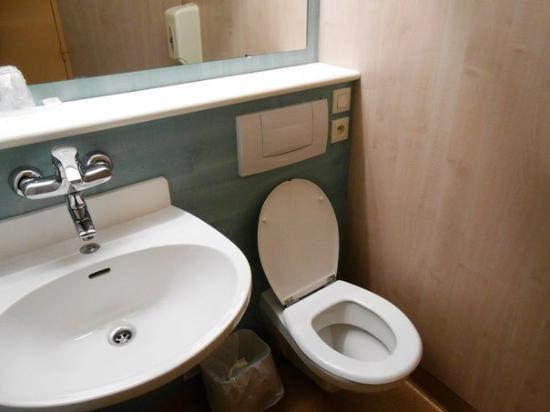 Hotel La Roseraie: Ванная комната