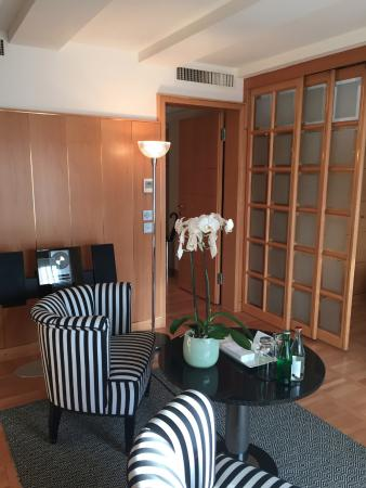 Widder Hotel: Petit salon dans la chambre