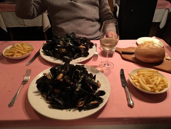 La Chouette: Moules & Frites night