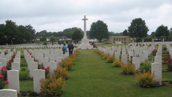 Нижняя Нормандия, Франция: Ranville krigskirkegård, der er 6. Airborne Divisions gravplads