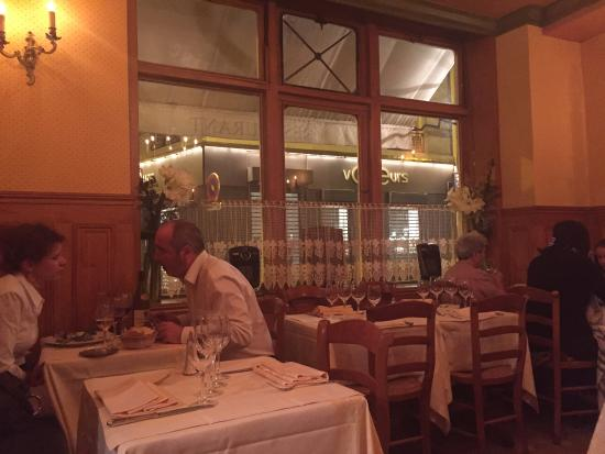 Una cena picture of la petite chaise paris tripadvisor for A la petite chaise paris
