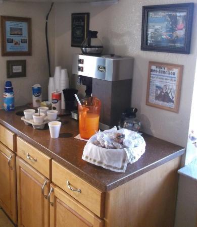 Golden Link Motel: Simple breakfast