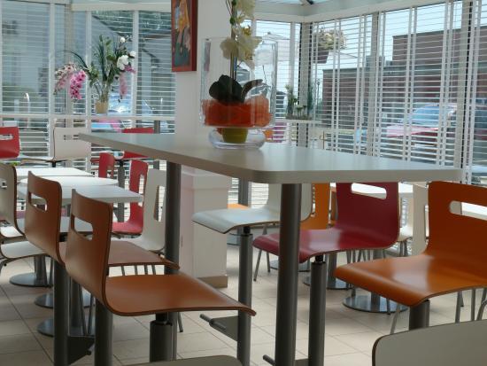 Premiere Classe Roissy - Saint Witz : Salle de petit déjeuner Hôtel Première Classe Roissy Saint Witz