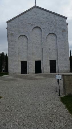 MAUSOLEO DEI 40 MARTIRI: mausoleo