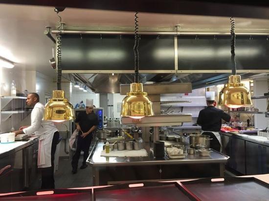 Restaurant Le Saint-James Relais & Chateaux: Les cuisines