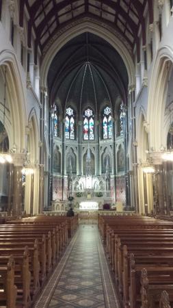Drogheda, Irlanda: Aisle and Altar