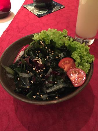 Toshi: Kaiso salad