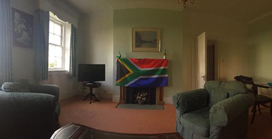 Balcombe, UK: lounge area (we put the flag in as we were supporting the Boks at de WC Rugby ;-))