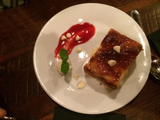 Leesburg, Floryda: white chocolate bread pudding with bourbon sauce