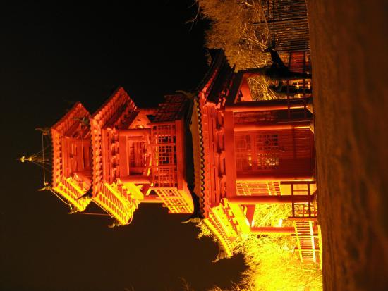 Longtan Mountain: temple on the mountain