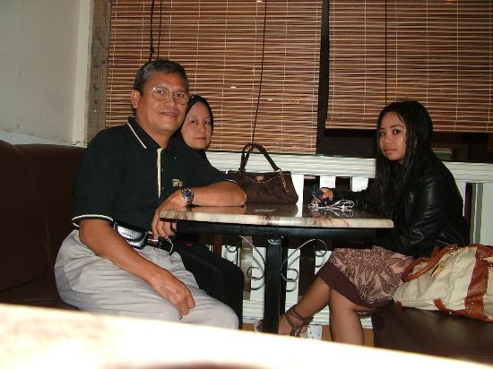 Garden Inn: Three of us at the hotel dining
