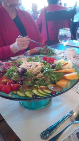 Deseronto, Kanada: My lunch salad!