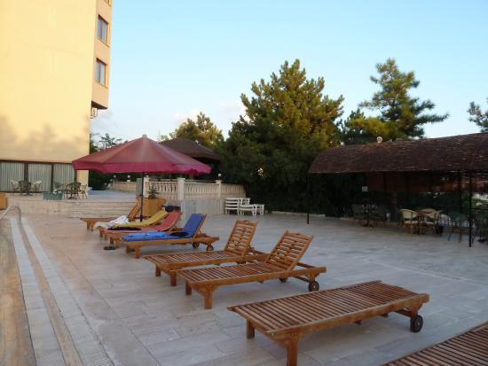 Mustafa Hotel: chaise de piscine