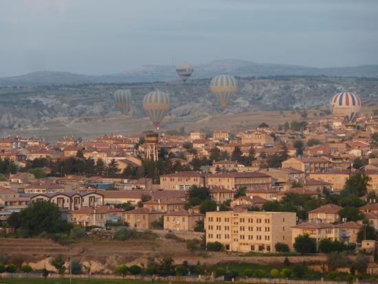 Mustafa Hotel: Vue des Montgolfières de la chambre,tot le matin