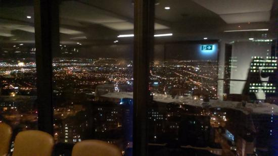 night view of quebec city from the restaurant photo de