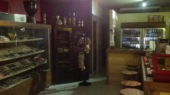 Cigar Chalet: Woderful place.