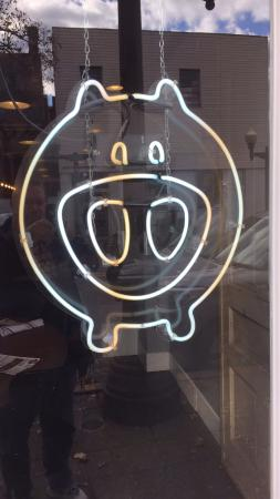 Carnegie, Pensilvania: Bakn Mascot