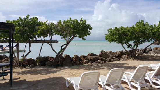 Mahogany Hotel Residence and Spa: beach