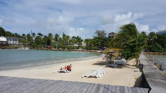 Mahogany Hotel Residence and Spa: beach