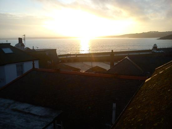 Cornerways B&B: Sunrise over the Harbour