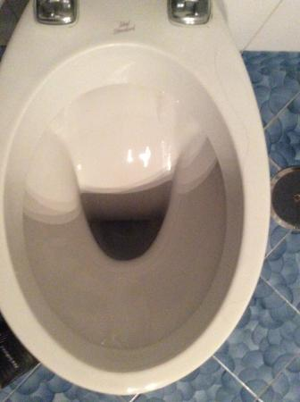 Grand Hotel Vesuvio: Dirty toilet