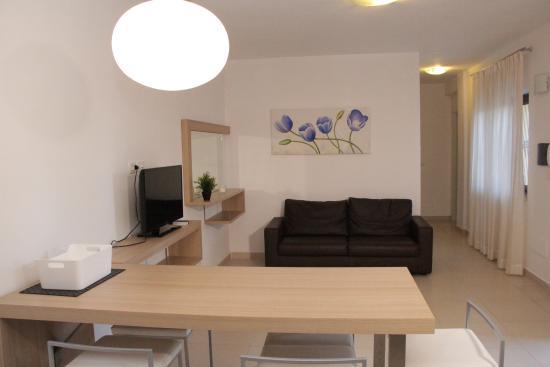 Soggiorno con divano letto - Picture of San Michele Apartments ...