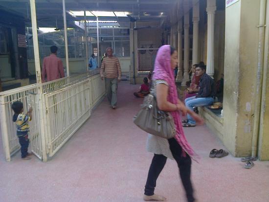 Virpur, الهند: Devotees at Virpur