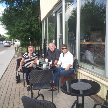 Lola's Coffee Shop: Outside patio