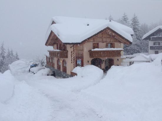 Hotel Genzianella: Hotel sommerso dalla neve