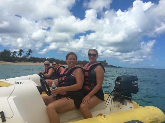 Simpson Bay (ทะเลสาบซิมป์สัน เบย์), เซนต์มาร์ติน / ซินท์มาร์เทิน: My aunt, cousin, mom and myself