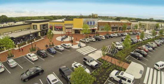 MarketStreet Lynnfield is an outdoor shopping center offering a mix of over 80 retailers and restaurants. Set apart from the competition with a vibrant event calendar, 4/4(43).
