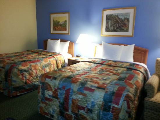 Days Inn Raleigh-Airport-Research Triangle Park: Another view of room