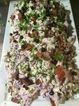 Peterborough, Нью-Гэмпшир: Blueberry Blue Cheese & bacon Chicken Salad