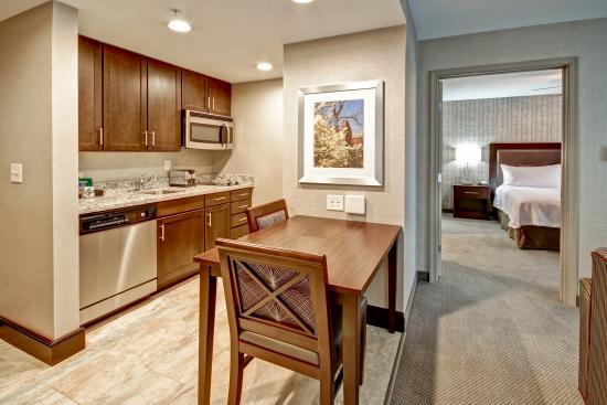 Branchburg, Nueva Jersey: King Suite Kitchen