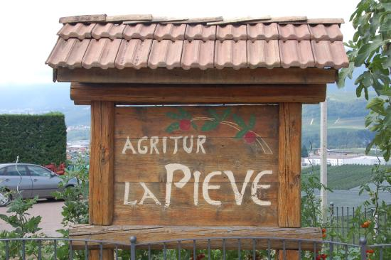 Agriturismo La Pieve: This is the agritur's sign.