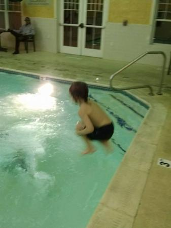 Country Inn & Suites By Carlson, Roanoke: Jump in the water is clear....