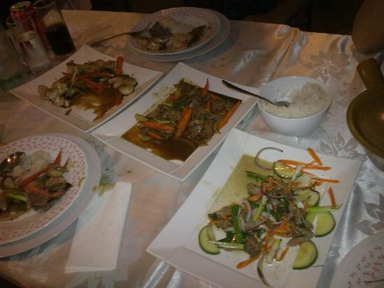 Thai Smile House: Sorry forgot to take photo before half demolishing Ginger Scallops, Pepper Beef, Thai Beef Salad