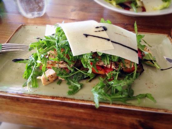 Santa Ynez, แคลิฟอร์เนีย: Grilled chicken and arugula salads