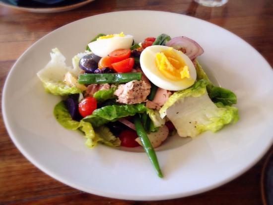 Santa Ynez, แคลิฟอร์เนีย: Niçoise salads.
